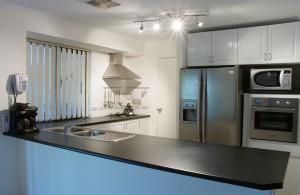 1280px-Modern_kitchen_gnangarra